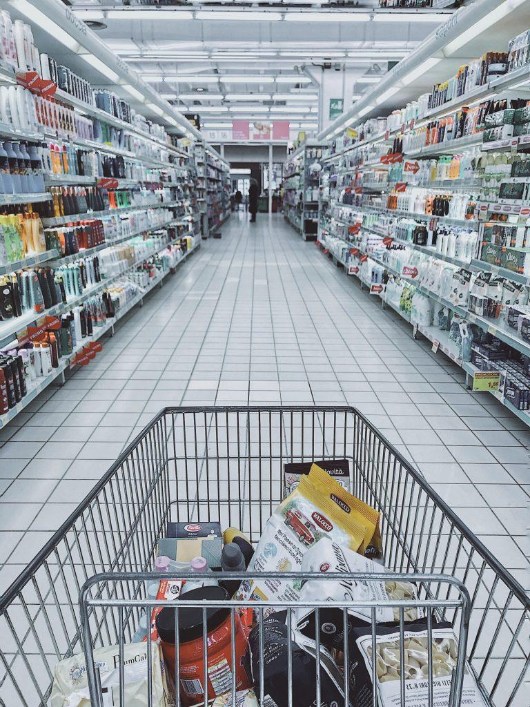 Lectura de etiquetas alimentarias igual a compra adecuada